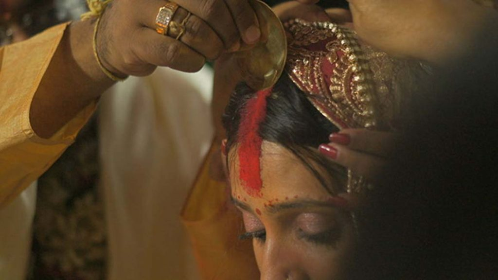 SIGNIFICANCE OF A BINDI FOR A MARRIED WOMAN: