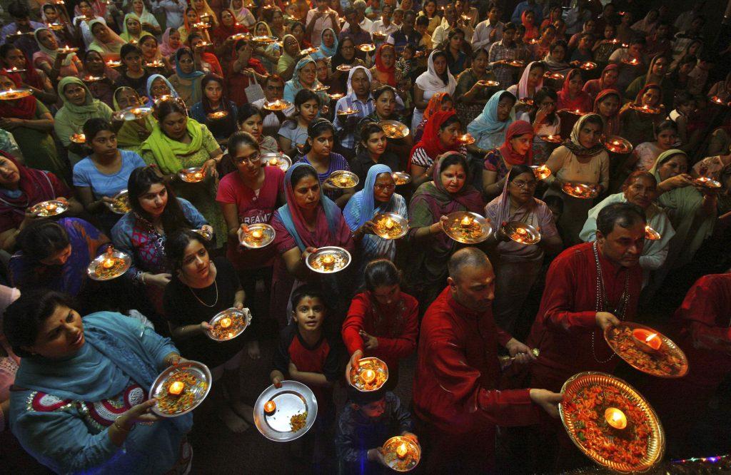 HINDUS PRAY DURING RELIGIOUS FESTIVAL IN INDIA